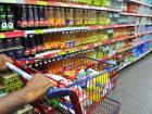 Intenção de consumo das famílias recua 0,3% em outubro, diz CNC