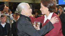 A artista plástica Izulina Gomes Xavier e a presidente dos Indivesc, Lenise Viegas