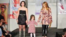 Giovana (por Karen Manica) e Camila (por Empório Kids), desfilam com a tia Tania Varela