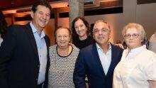 Diretores do Sindicato com a homenageada da noite, Thelu Tedin