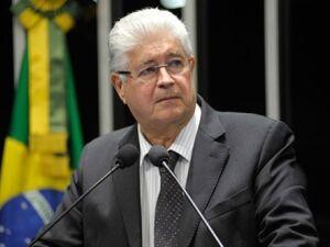 """""""Não é a presidente que está sendo julgada, é a democracia"""", diz Requião"""