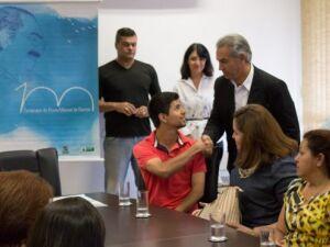 Governo premia estudantes vencedores de concurso em homenagem a Manoel de Barros
