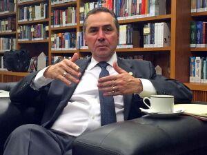 Ministro Barroso, do STF, defende voto em lista fechada de candidatos