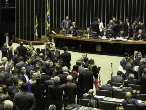 Câmara adia mais uma vez votação da PEC que cria distritão e fundo eleitoral