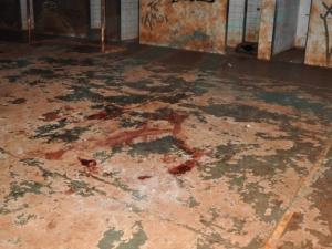 Homem é executado por adolescentes com golpes de punhal e pedradas