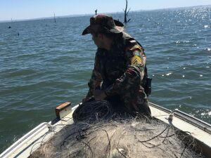 PMA apreende 2 km de redes de pesca ilegal