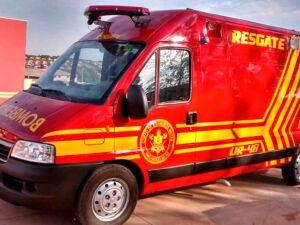 Jovem fica ferido em colisão entre carro e moto