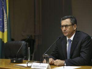 Fatores internos e externos influenciaram revisão do PIB, diz ministro