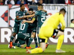 Palmeiras bate o Colo-Colo e fica mais próximo das semifinais