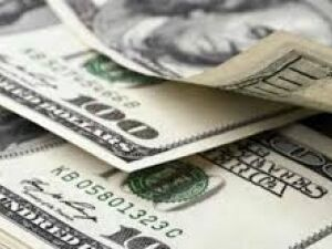 Dólar inicia a semana em baixa e Petrobras com valorização