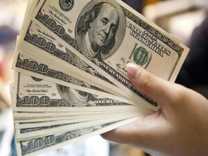 Dólar inicia a semana em alta de 0,55%