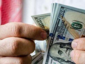 Dólar tem 7ª alta semanal e fecha a R$ 3,905