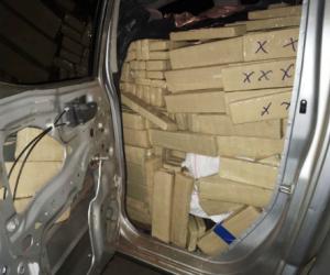 Polícia encontra mais de uma tonelada de meia de maconha em camionete