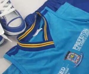 Mais de 85 mil uniformes da gestão Bernal são encontrados em depósito da Semed