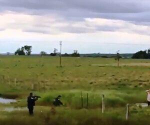 Vídeo mostra o momento que a polícia prende ladrões de carro