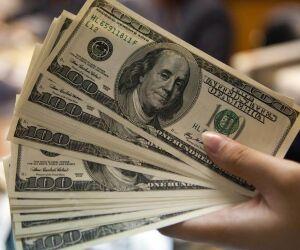 Dólar fecha no menor valor desde outubro um dia após rebaixamento