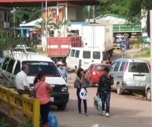 Protesto interrompe tráfegos de veículos na fronteira entre Corumbá e Bolívia