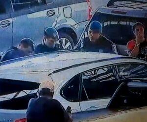 Vídeo: Guarda Municipal quebra vidro de carro para retirar criança presa