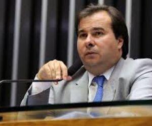 Rodrigo Maia anuncia que PECs podem tramitar na Câmara durante intervenção no RJ