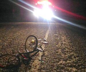 Ciclista é atropelado e motorista foge sem prestar socorro