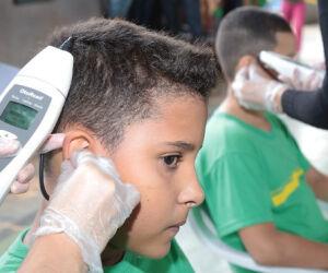 Mais de mil alunos são atendidos no primeiro dia da Caravana da Saúde nas Escolas