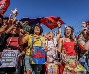 Justiça do Paraná fixa multa diária para manifestantes pró e contra Lula