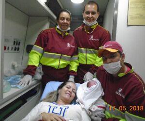 Mãe da à luz em ambulância na BR-163