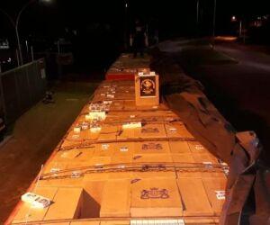 Policiais do DOF apreendem caminhão com 47,5 mil pacotes de cigarro