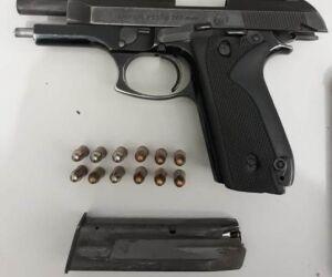 Jovem de 19 anos posta foto de arma e é preso por porte ilegal
