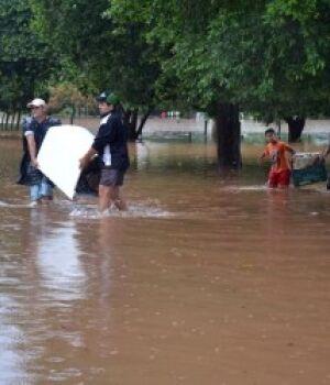 Desabrigados por conta da enchente em Aquidauana precisam de doações