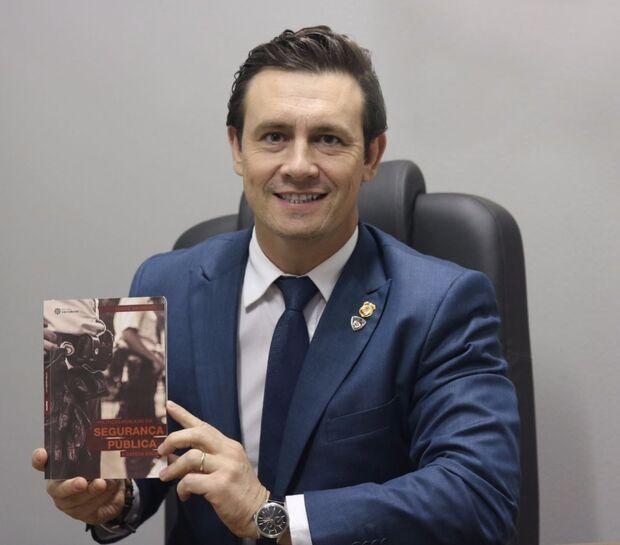 Salineiro lança livro sobre segurança na quinta