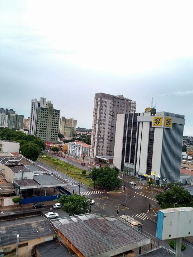 Terça de Carnaval deve ser nublada e pode chover a qualquer hora do dia