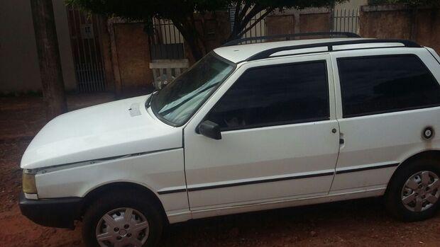 Moradores procuram dono de veículo que está abandonado desde sábado no Jardim Morenão