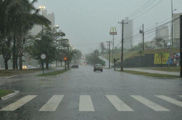 Tempestade pode atingir a Capital e mais 70 cidades nesta tarde, diz Inmet