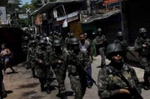 Confronto entre PM e traficantes na Vila Kennedy deixa um suspeito morto