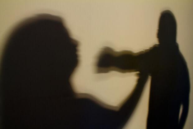 Mulher é agredida, mas defende marido na polícia