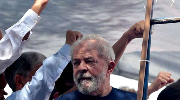 Juíza autoriza inspeção de senadores na carceragem onde Lula está preso