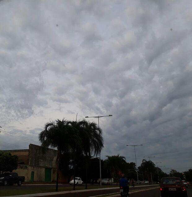 Com tempo instável, segunda-feira será de chuvas fortes e mínima de 16°C