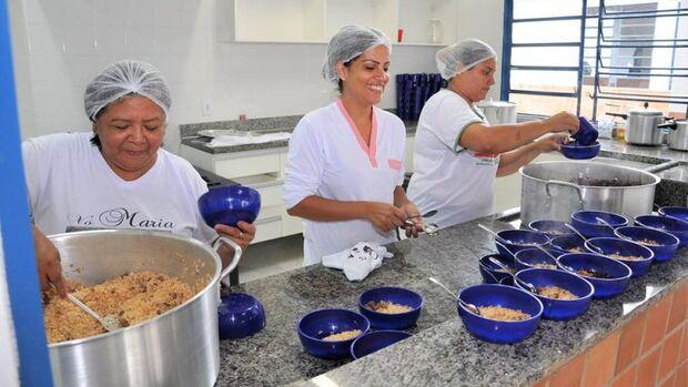 Cerca de 100 merendeiros serão contratados para escolas da Capital
