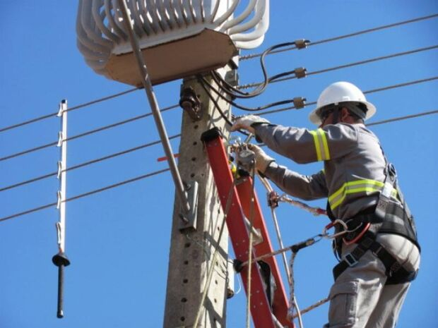 PL: serviços de luz e água não poderão ser interrompidos aos fins de semana