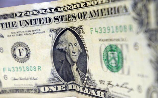 Bovespa cai e dólar tem leve alta após decisão de juros nos EUA