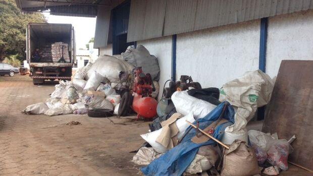 Procon e Vigilância Sanitária interditam indústria de alimentos na capital
