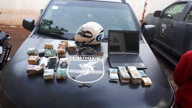 Durante assalto, família é feita refém e bandidos levam R$ 117 mil