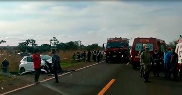 Casal morre e criança de cinco anos fica ferida em acidente na BR-060