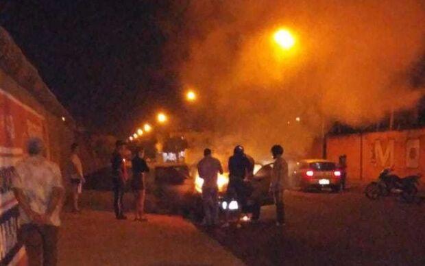 Descontrolado de ciúme homem põe fogo no carro da mulher errada