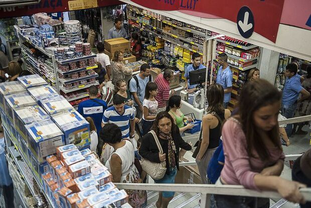 Pesquisa aponta que volume de vendas no varejo recuaram 0,3%