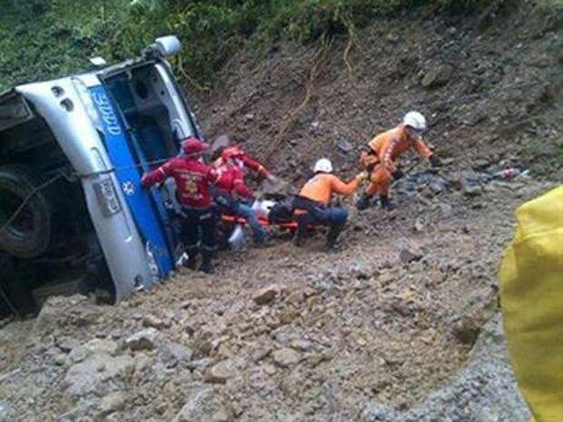 Queda de ônibus em abismo no Peru deixa 8 mortos e 40 feridos