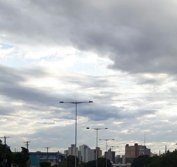Previsão do tempo para está sexta-feira é de céu parcialmente nublado