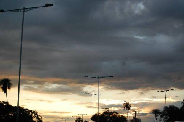 Sábado será de céu nublado na capital