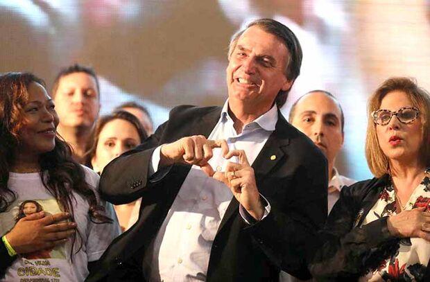 Bolsonaro critica PT e mostra família na propaganda eleitoral